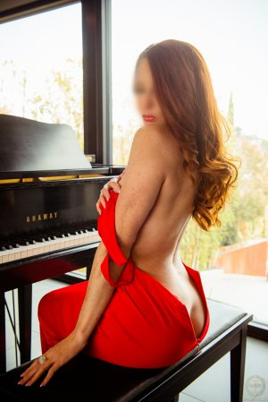 Tsivia escort girl
