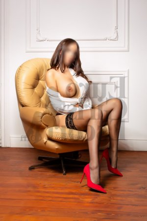 Kiarra escort in Commerce City Colorado